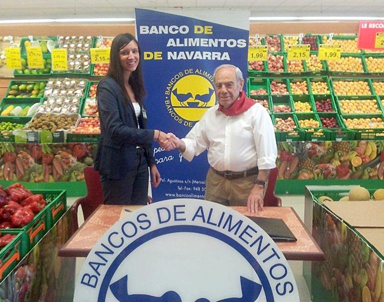 El Presidente de la Fundación Banco de Alimentos de Navarra, Carlos Almagro, y la Directora Territorial de Mercadona en Navarra, Patricia Cortizas
