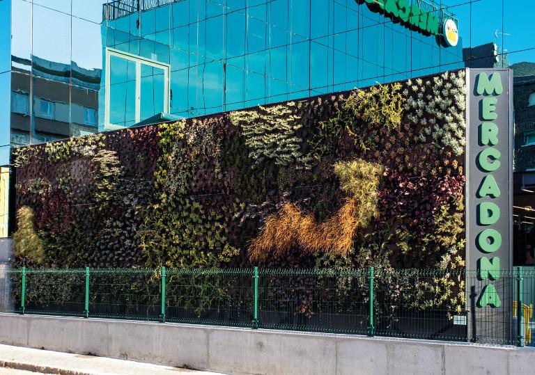Jardín vertical del supermercado de Calle Asura, Madrid