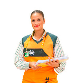 Picture of one of Mercadona's staff members. She is wearing a corporate uniform and holding a notebook.