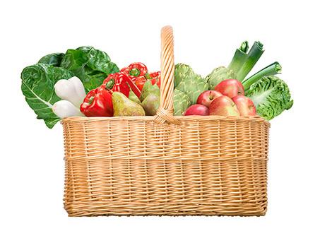 Cesto de compras com frutas e verduras